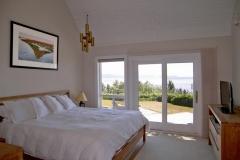 Cliffside-Modern-Beach-House-11